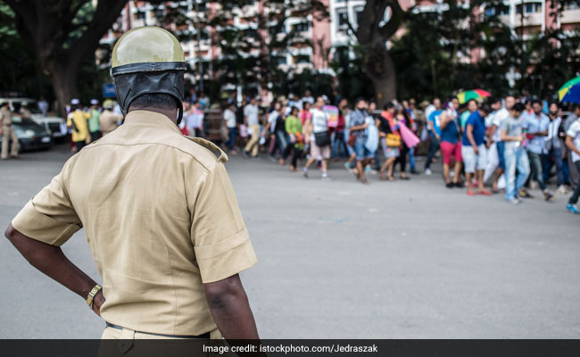 Chased By Cop For Not Wearing Helmet, Woman Falls Off Bike and Dies