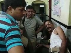 बिहार के हाजीपुर में बालू माफिया ने पुलिसवालों की लाठी-डंडों से की पिटाई