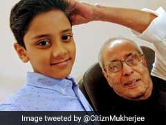 Pranab Mukherjee Learns To Take Selfies From A Child. Photo Wins Twitter