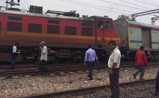 उत्तर प्रदेश : बहराइच स्टेशन पर शंटिंग के दौरान पटरी से उतरा इंजन, लोगों में मची अफरा-तफरी