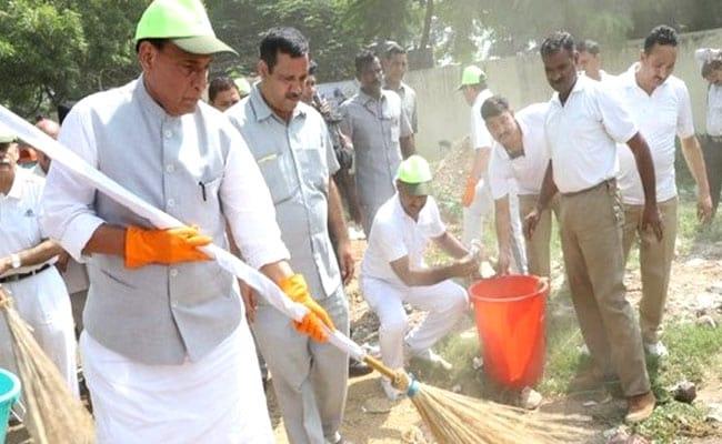 पीएम नरेंद्र मोदी के जन्मदिन को 'सेवा दिवस' के रूप में मना रही है भाजपा, सफाई अभियान में जुटे मंत्री