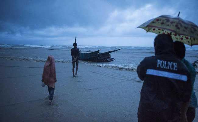 रोहिंग्या शरणार्थियों की नाव पलटने से 10 बच्चों समेत 12 की मौत,  कई लापता