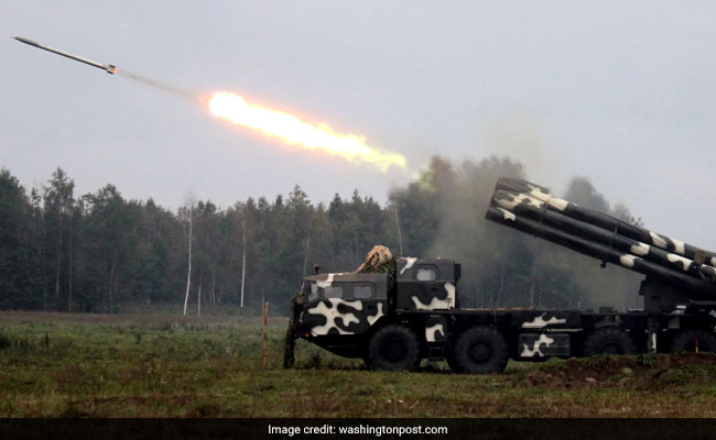 Russian paratroopers attack mock village in Zapad drills