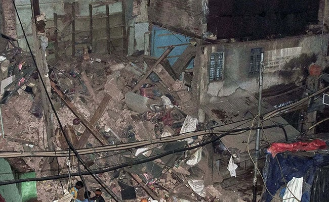 4-storey building collapses at Sadar Bazar