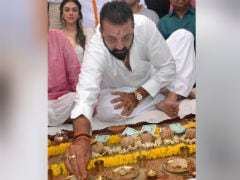 Sanjay Dutt Performs Parents Sunil Dutt And Nargis' <i>Shraadh</i> In Varanasi