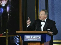 At Emmys 2017, Sean Spicer Pokes Fun At His Inauguration Crowd Size Statement