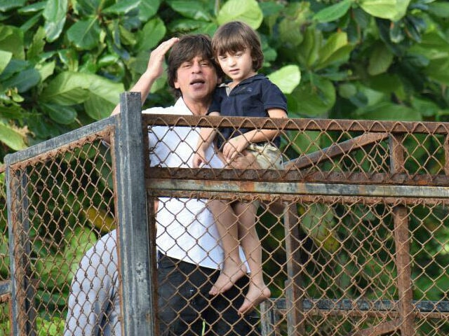 Eid Mubarak, Shah Rukh Khan, AbRam Wish Fans From Home. See Pics