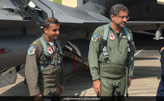 एफ-16 लड़ाकू विमान उड़ाने वाले पहले पाकिस्तानी पीएम बने अब्बासी