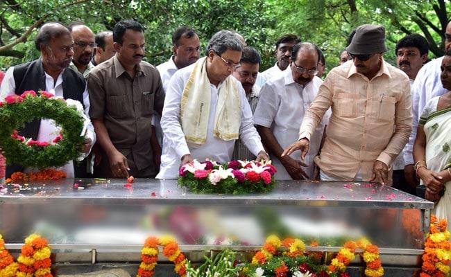 siddaramaiah at gauri lankesh funeral pti