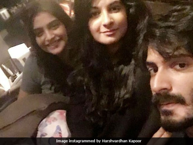 Sonam Kapoor And Rhea Got Veere Harshvardhan's Back