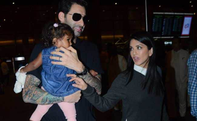 अपनी बेटी को कुछ ऐसी सीख देना चाहती हैं सनी लियोन, दो महीने पहले लिया था गोद