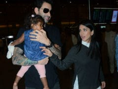 Sunny Leone, Daniel Weber Spotted With Daughter Nisha At The Airport. Here Are Pics