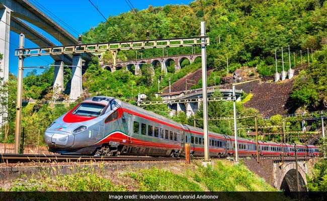 भारत में भी चलेगी मोटरबाइक की तरह झुक जाने वाली टिल्टिंग ट्रेन, 5 खास बातें