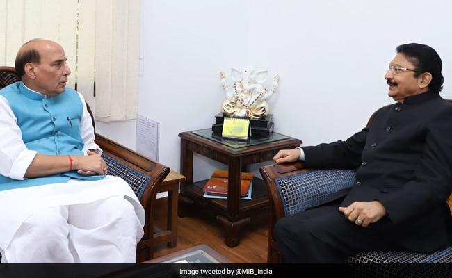 तमिलनाडु में राजनीतिक संकट के बीच राज्यपाल ने की राजनाथ सिंह से मुलाकात