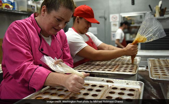 इंग्लैंड के अस्पतालों की कैंटिनों में अब नहीं मिलेगी 'सुपर साइज चॉकलेट बार'