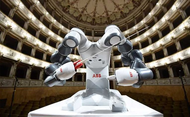 YuMi The Robot 'Conductor' Steals The Show In Italy