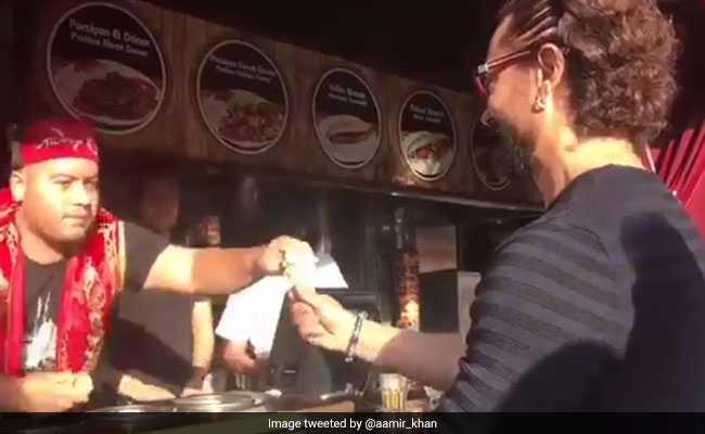1 मिनट तक आमिर खान मांगते रहे आइसक्रीम, हाथ लगा ठेंगा और वीडियो हो गया Viral