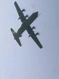 ताज एक्सप्रेस वे पर उतरे IAF के विमान, युद्ध जैसा नज़ारा देखने दूर-दूर से आए लोग
