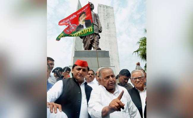 Akhilesh Yadav, Mulayam Share A Frame and A Ride Amid Talk Of 'Mistakes'