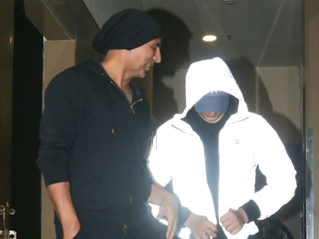 Akshay Kumar's Movie Date With Twinkle Khanna And...Guess Who?