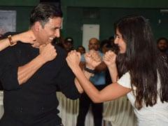 PHOTOS: ऐसा क्या हुआ कि कैटरीना कैफ जड़ने लगीं अक्षय कुमार को मुक्का!