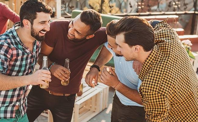 शराब पीने के बाद आखिर कैसे और क्यों अंग्रेजी बोलने लगते हैं लोग? जानिए