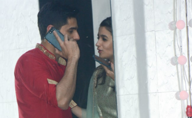 Alia Bhatt And Sidharth Malhotra Are Trending For These Pics From Sanjay Kapoor's Party