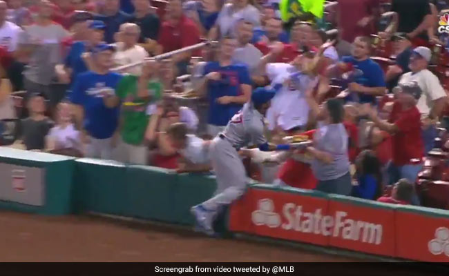 Watch: Baseball Player Knocks Over Fan's Nachos, Makes Up For It Brilliantly