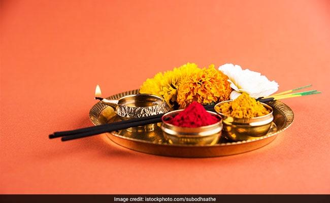 Bhai Dooj 2018: Puja Muhurat Timings, Significance And Foods To Ring In Bhaiya Dooj