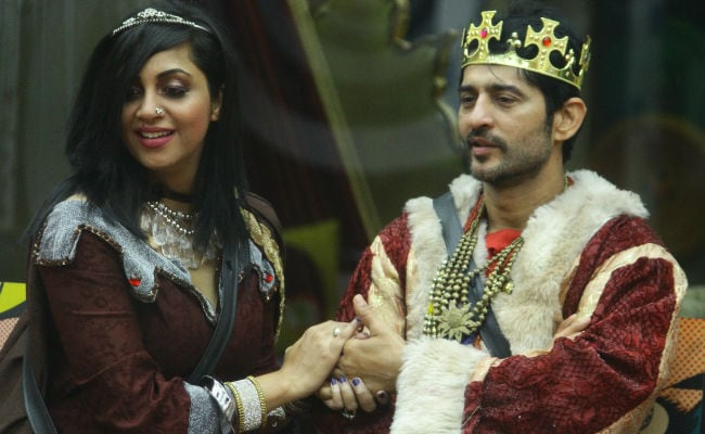 Bigg Boss 11, October 11, Written Update: Hiten Tejwani Chooses Arshi's Team Over Shilpa's. Oops?