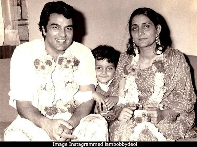Dharmendra Is The Only Reason We Identified Bobby Deol In This Pic