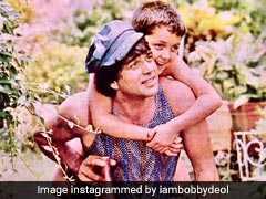 धर्मेंद्र के जवानी के दिनों के इस फोटो में बेहद Cute लग रहे हैं बॉबी देओल
