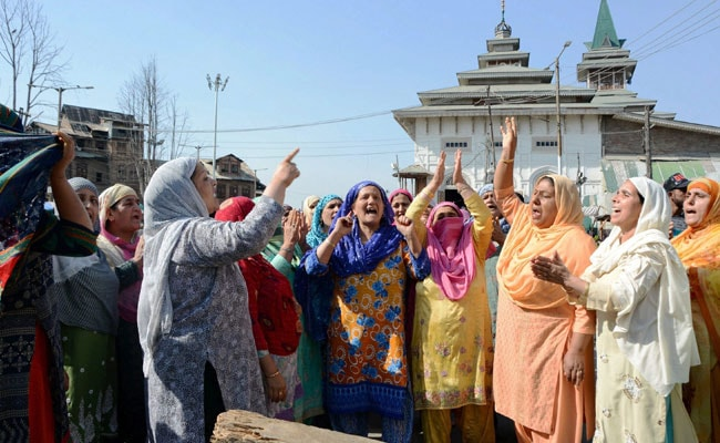 Clash After Alleged Braid Chopper Caught In Kashmir, 4 Protesters Injured