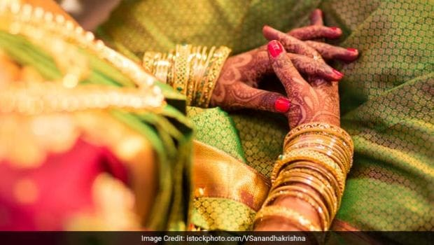 Karwa Chauth 2018: 5 Natural Ways to Help Darken Your Mehendi (Henna)