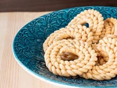 Popular Maharashtrian Diwali Snack: How to Make Bhajani Chakli at Home