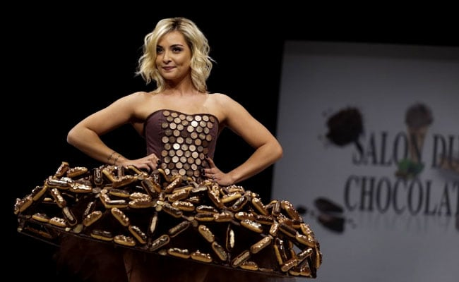 Salon du chocolat models strut down runway in dresses for Salon mode paris