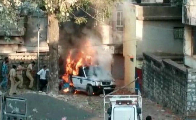गुजरात के दाहोद के जसवाड़ा गांव में हिंसा : गांव वालों ने किया पुलिस स्टेशन पर हमला, 1 की मौत