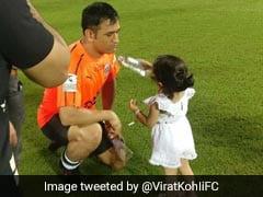 चैरिटी फुटबॉल मैच में एमएस धोनी के लिए ड्रिंक लेकर मैदान में पहुंची बेटी जीवा