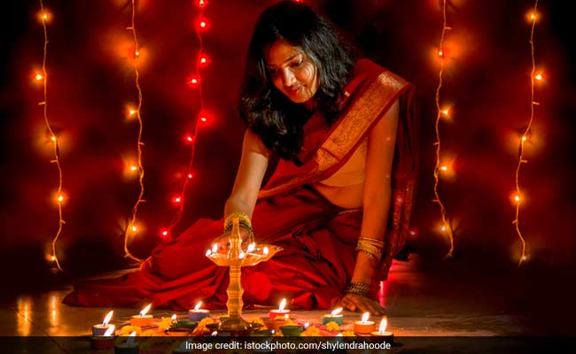 Diwali 2018: Lakshmi Puja Muhurat and Special Foods Served On Deepavali