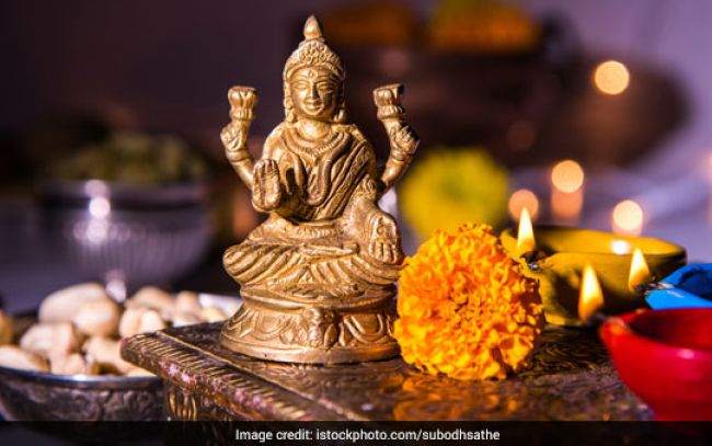 Dhanteras 2017: Buy these 5 Essential Utensils to Welcome Goddess Lakshmi