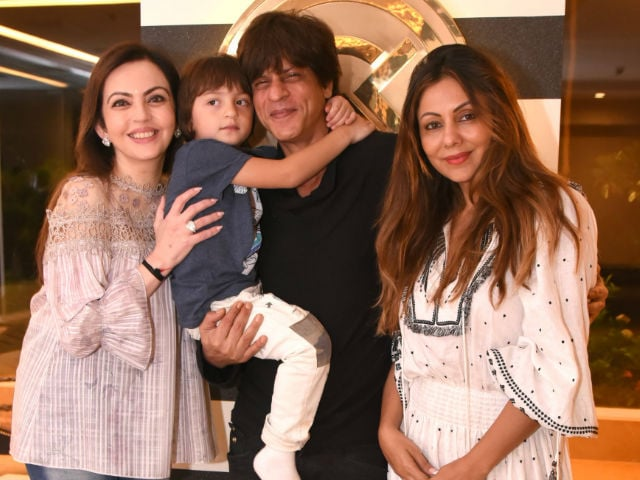 Shah Rukh Khan Abram And Gauri Welcome Nita Ambani To