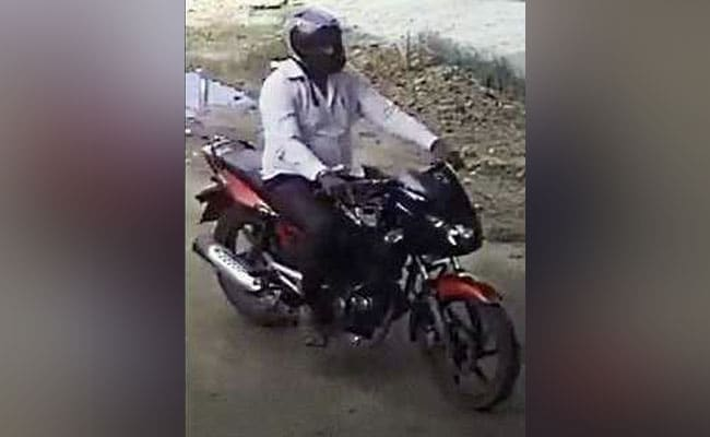 Gauri Lankesh Murder: Bengaluru Cops Release Photo Of Suspect On Bike