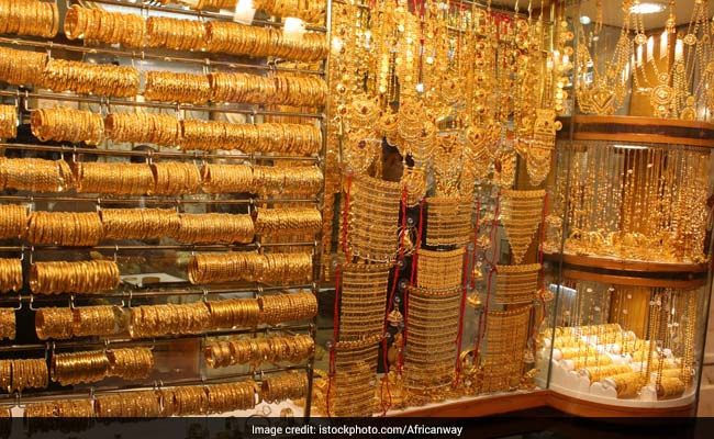 Sluggish Demand, Weak Global Cues Pull Gold Prices Lower