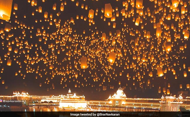 Many Shared This Pic Of Golden Temple On Diwali. It's Photoshopped