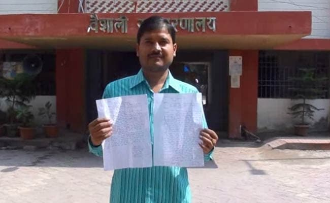 बिहार के वैशाली में राजद नेता की दबंगई, अधिकारी को सरेआम मारा थप्पड़