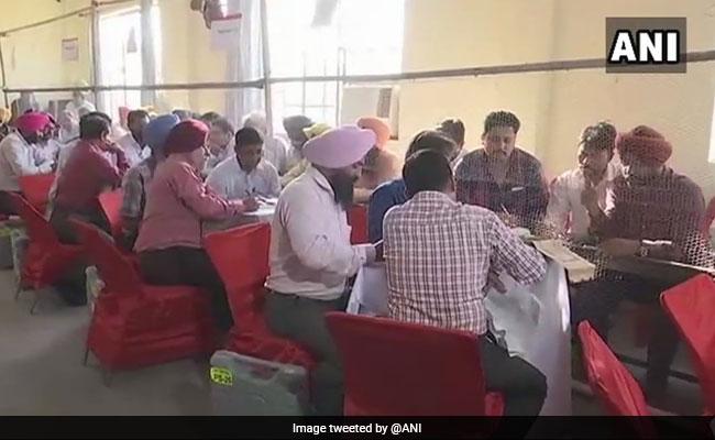यूपी और बिहार उपचुनाव 2018 Live Updates: गोरखपुर और फूलपुर में सपा के उम्मीदवार जीते, अररिया में तेजस्वी ने दिखाया दम