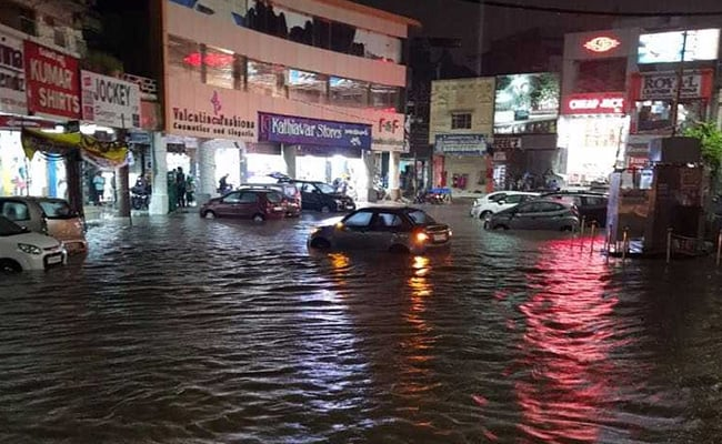 हैदराबाद : एक हफ्ते से भारी बारिश से शहर की हालत खराब, 3 की मौत