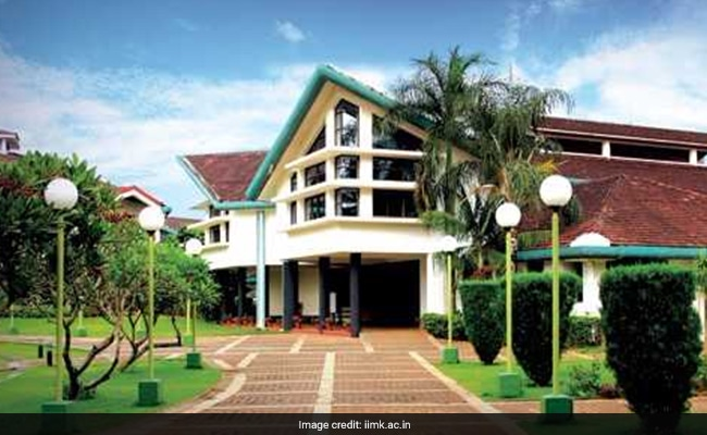 IIM Kozhikode Donates Books Worth Rs 1.1 Crore To 30 Colleges