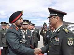 भारत और चीन की सेना के जवानों ने बुमला पास में बैठक की