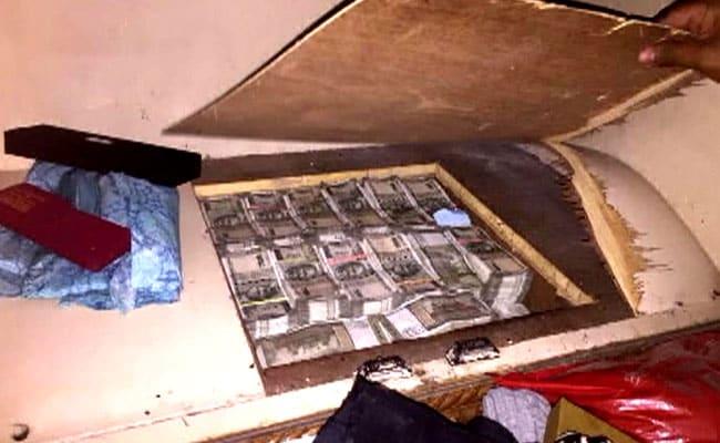 दिल्ली-एनसीआर में एक कंपनी के 50 ठिकानों पर छापे, 7 करोड़ नकद, 3 किलो सोना बरामद